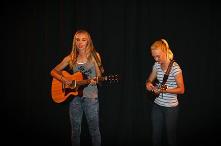 Anouk and Tanika van Dijk